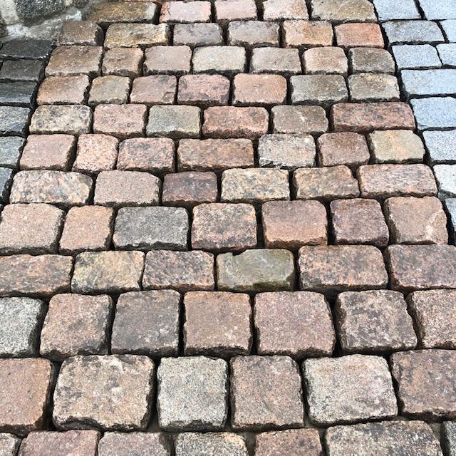 granit-großpflaster-rot-reihenpflaster-glatter-kopf-box1b (4)