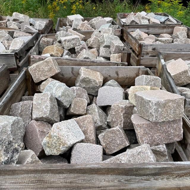 granit-pflasterplatte-rot-bunt-12cm