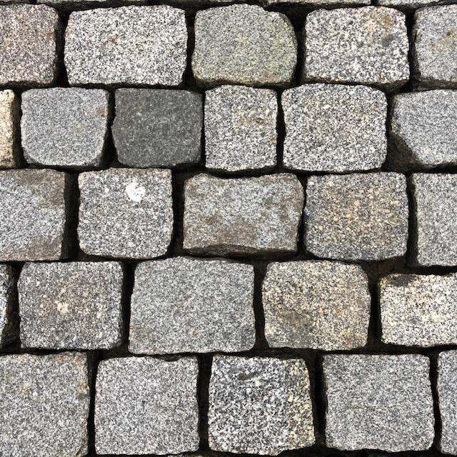 granit-pflasterplatte-überw.grau-gesägt-geflammt-regelmäßig (4)