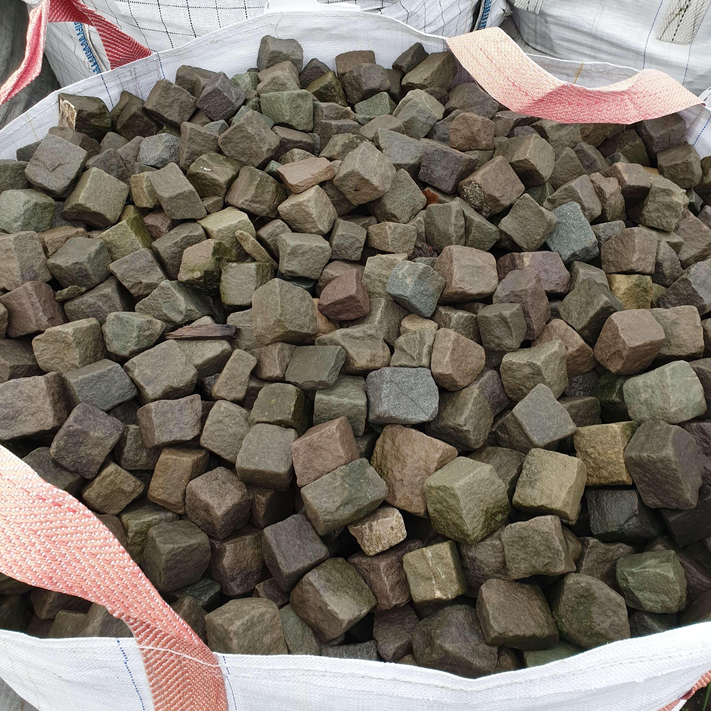 sandstein-mosaikpflaster-anthrazit-bunt