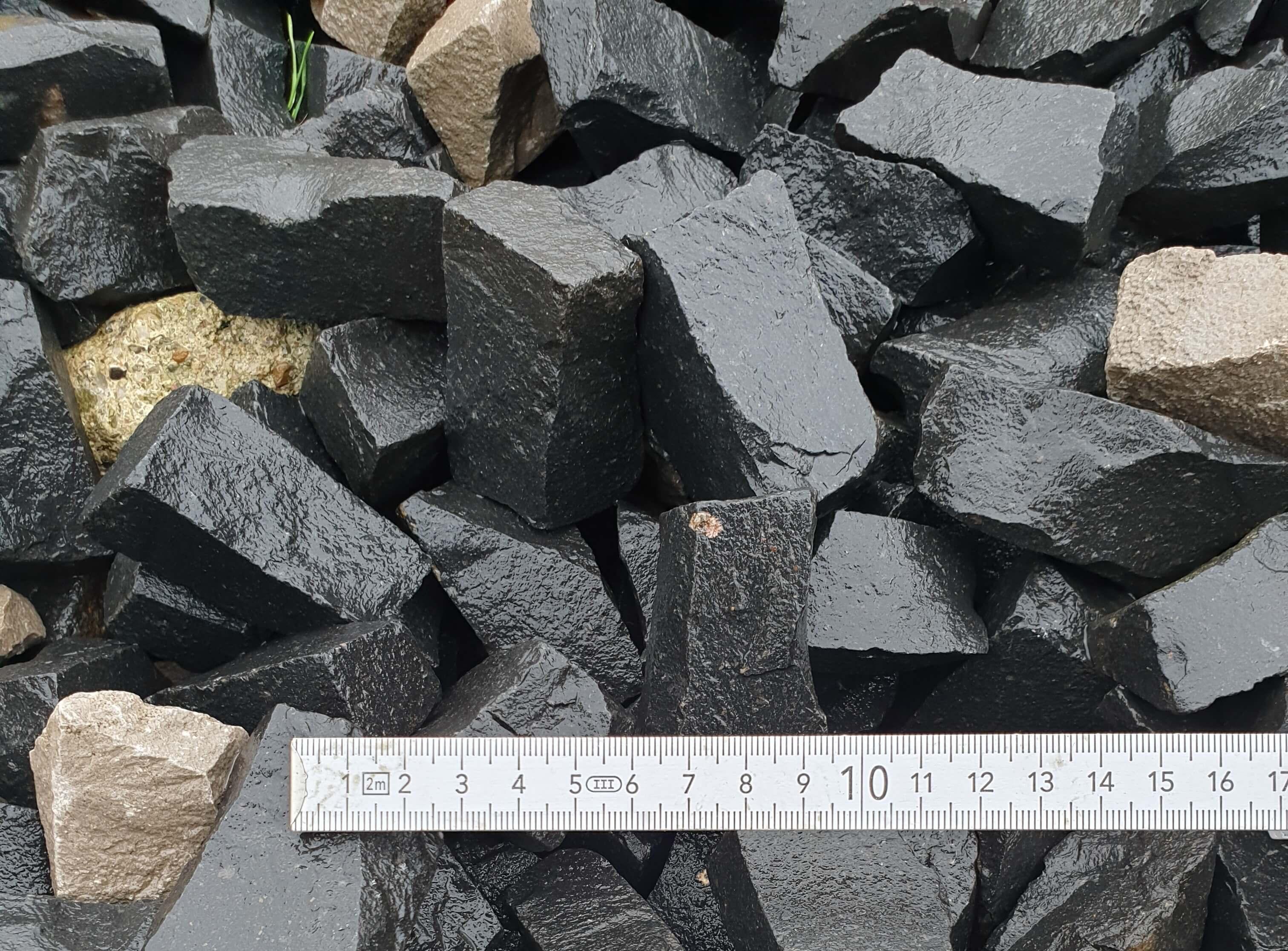 Basalt-Stifte-anthrazit
