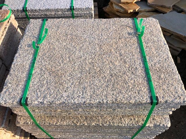 granit-krustenplatte-gelb-grau-geflammt-angeknabbert (8)