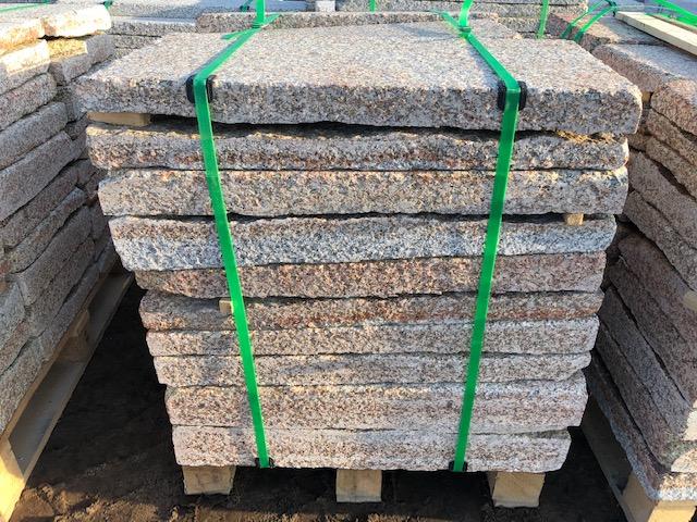 granit-krustenplatte-gelb-grau-geflammt-angeknabbert