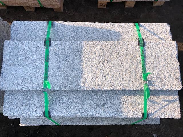 granit-krustenplatte-grau-geflammt-angeknabbert (2)