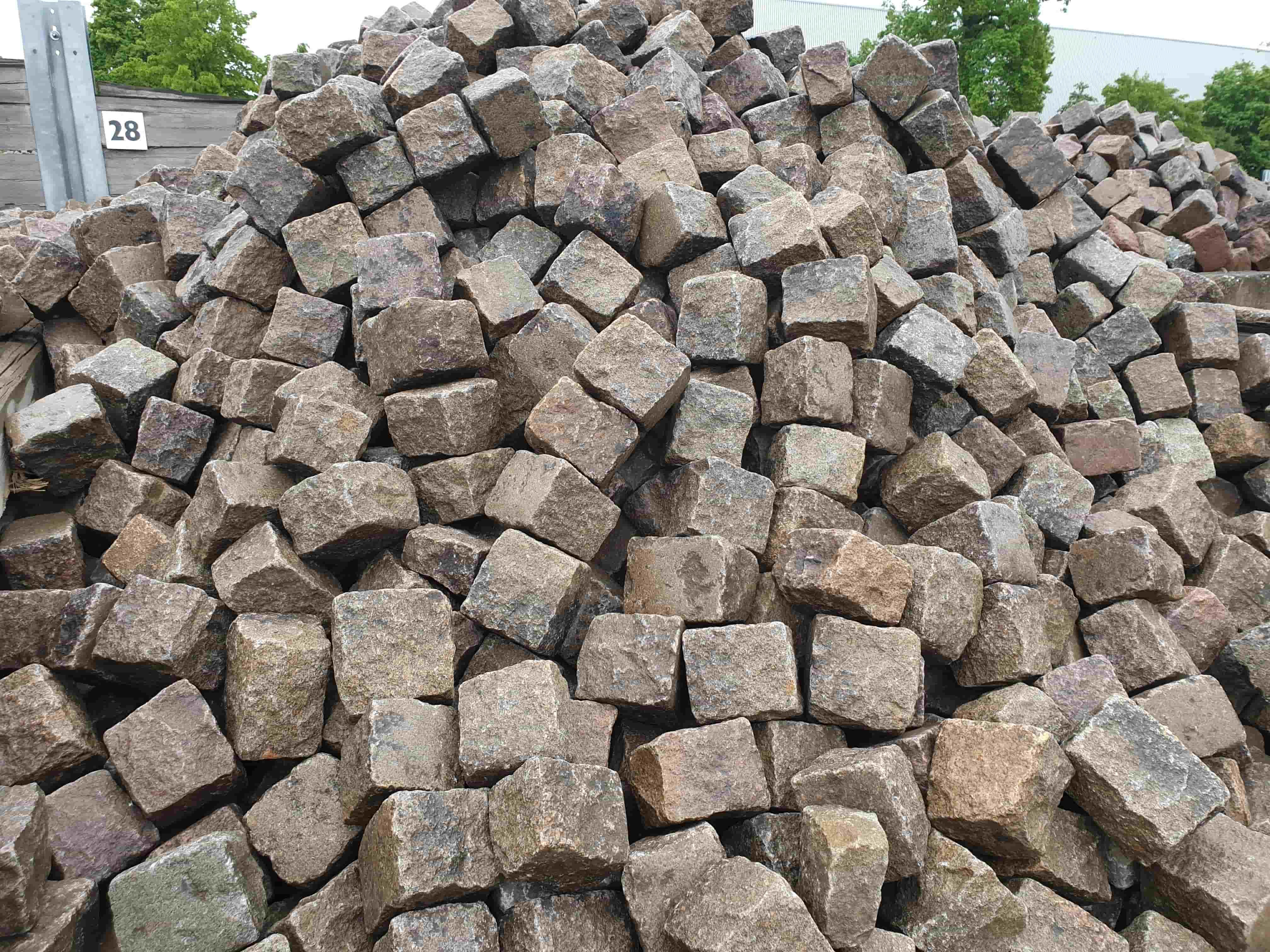 granit-großflaster-rötlich-reihenpflaster-glatter-kopf-box28 (2)