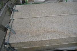 Granit Blockstufe 15x35x100 cm gelblich-rosé geflammt