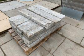 Granit Kantensteine 6x20x100 cm hellgrau gespalten B-Ware