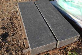 Basalt Blockstufe 15x35x120 cm anthrazit-schwarz gebürstet
