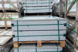 Granit Edelkantenstein 6x20x100 cm hellgrau allseitig gesägt/geflammt