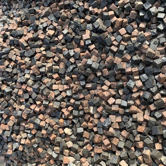 Gebrauchtes Granit / Basalt Mosaikpflaster 4-6 cm gespalten