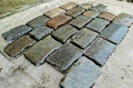 Edel Granit/Gneis Pflasterplatte antik 2,5-5 cm dunkelgrau-bunt regelmäßig