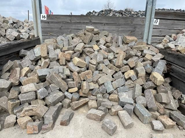 Grauwacke Mauerwerk 6-20×15-20xfreie Längen maschinengespalten