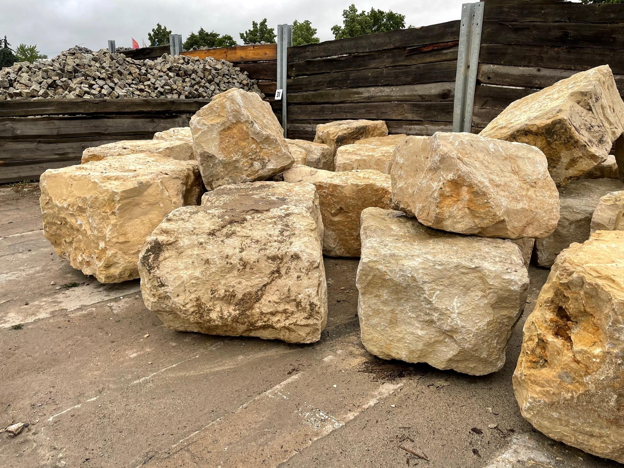 Kalkstein Quaderstein Amarillo Caliza ca. 60x60x60-90 cm