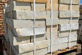 Sand Mauerstein 10x20x40 cm gesägt gelblich-grau