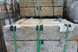 Granit Kantenstein 7x25x100 cm grau-gelb (gerostet) allseitig gespalten RESTPOSTEN