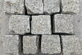 Gebrauchtes Granit Kleinpflaster 8-11 cm einseitig gesägt/ geflammt