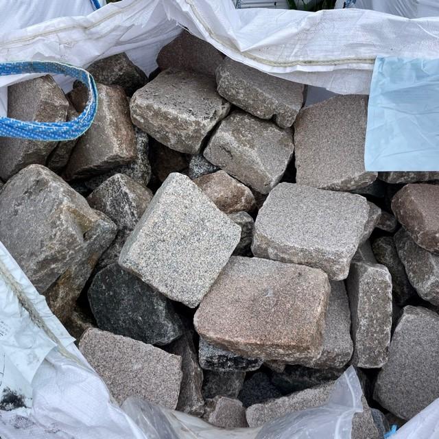 Edel Granit Pflasterplatte 3-9 cm rot-bunt regelmäßig bis unregelmäßig