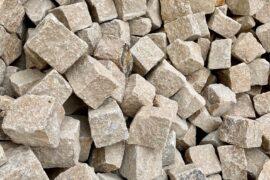 Neues Granit Kleinpflaster 8-11 cm gelblich-beige