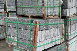 Granit Leistenstein 6×20 cm hellgrau allseitig gesägt & obere Längskante geflammt