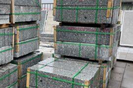 Granit Leistenstein 6×30 cm hellgrau allseitig gesägt & obere Längskante geflammt